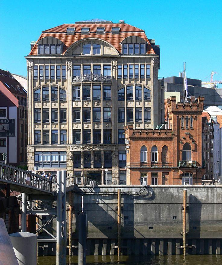 Hamburg Haus der Seefahrt und Hohe Brücke 2.jpg