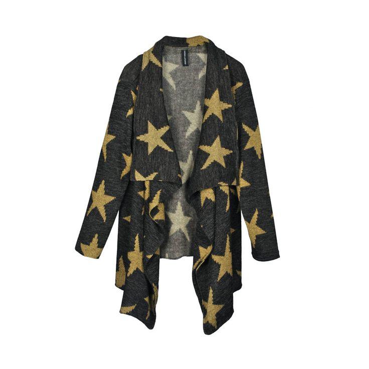 Tapado de mujer lanilla, color gris con estampado de estrellas de color mostaza.