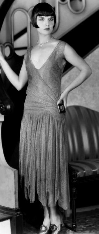 In the 1920's, curvy was not the ideal body anymore. Instead, it was a more boyish figure. Therefore women weren't forcing their waists in and popping their butts out with giant hoop skirts under their dresses. They hid their figures with short dresses and bandaged their chests. #rothzroom