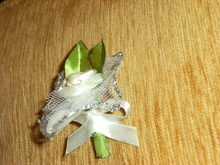 cocarda nunta realizata manual din saten!