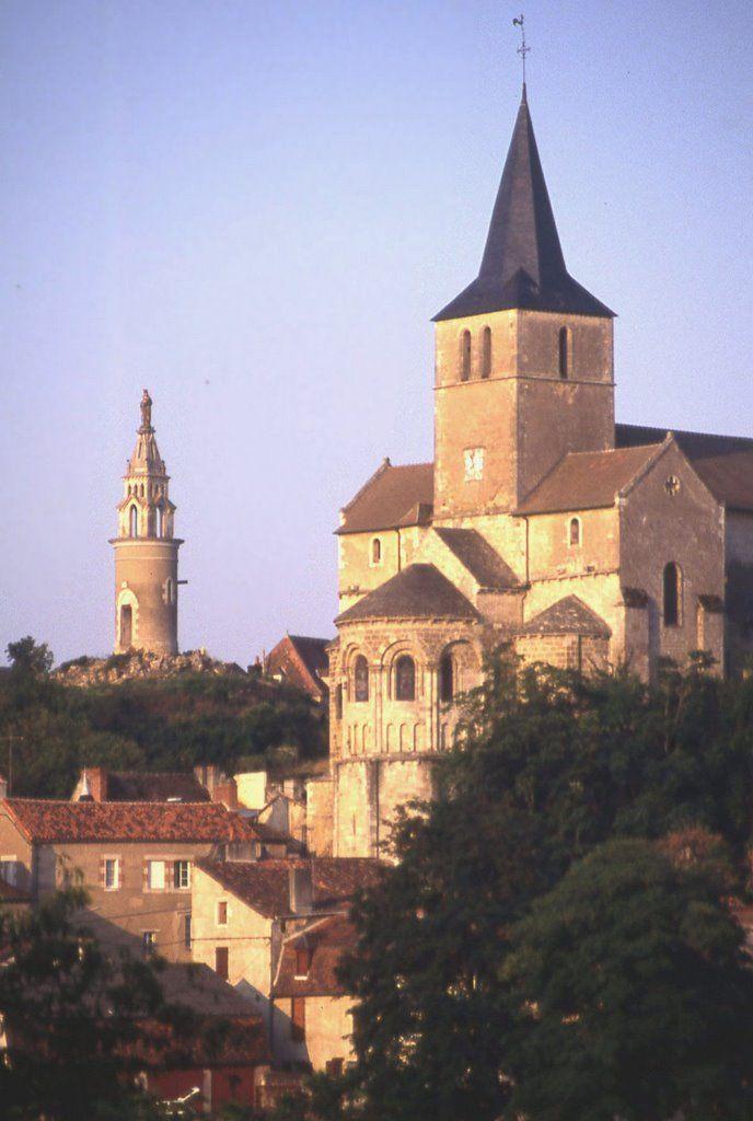 Montmorillon église et lanterne des mortséglise de  Poitou- Charentes