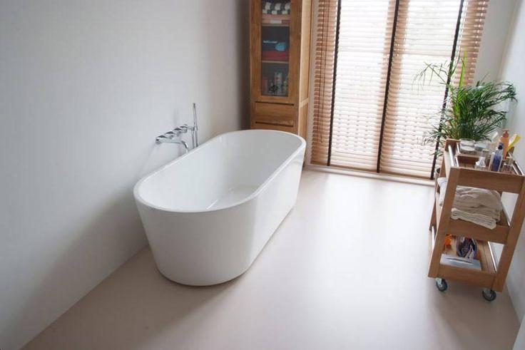 ik wil ook wel een bad ;) en wat een ruimte ! lijkt me echt zo fijn...