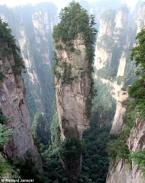 The Tianzi Mountains are located in Zhangjiajie in the Hunan Province of China, close to the Suoxi Valley
