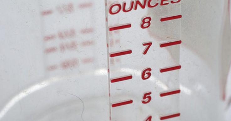 Como medir uma quantidade de açúcar sem balança. Medições precisas na hora de cozinhar são, muitas vezes, necessárias, pois até mesmo uma pequena mudança nas quantidade de ingredientes pode afetar o sabor e a textura do prato. Se estiver acostumado com ingredientes de peso, como é comum em muitas partes do mundo e em evidência em muitas receitas, você poderá achar difícil cozinhar algo ...