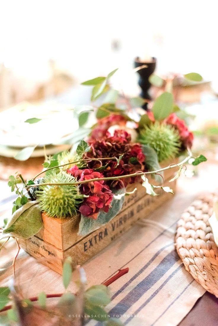Herbstliche Tischdekoration herbstliche tischdekoration mit kastanien hortensien und etwas efeu