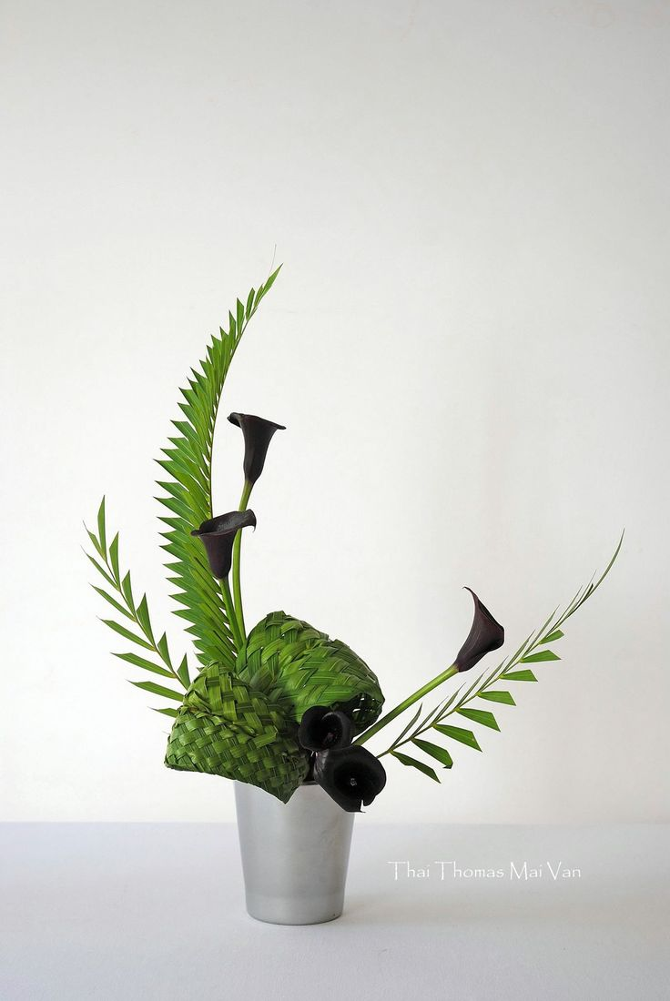 ikebana... stunning!                                                                                                                                                      More