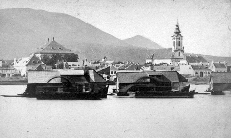 hajómalmok a Dunán, háttérben Óbuda belvárosa. A felvétel 1878 előtt készült.