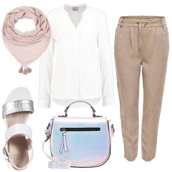 Un+look+dallo+stile+coloniale+reso+moderno+dagli+accessori:+la+borsa+ed+i+sandali+bianchi+giocano+con+l'effetto+animalier+argenteo.+Camicia+bianca+con+collo+alla+coreana+dal+tessuto+morbido+e+fluente,+abbinata+ai+pantaloni+in+lyocell+di+un+color+marrone+chiaro.+Foulard+beige+con+nappine.
