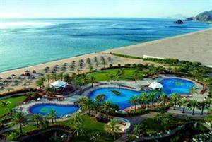 Verenigde Arabische Emiraten Fujairah Fujairah  Ligging: Het hotel ligt verscholen tussen het majestueuze Hajar-gebergte en het diepblauwe water van de Indische Oceaan. Hier kunnen de gasten genieten van de verbluffende natuurlijke schoonheid...  EUR 708.00  Meer informatie  #vakantie http://vakantienaar.eu - http://facebook.com/vakantienaar.eu - https://start.me/p/VRobeo/vakantie-pagina