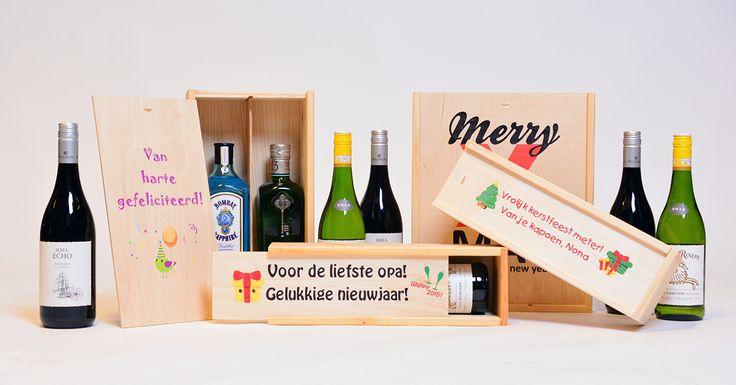 Een leuke tekst op een wijnkist? Laat een prachtige houten wijnkist bedrukken met uw naam of tekst! Ontwerp zelf online en in verschillende formaten. Bestel direct!