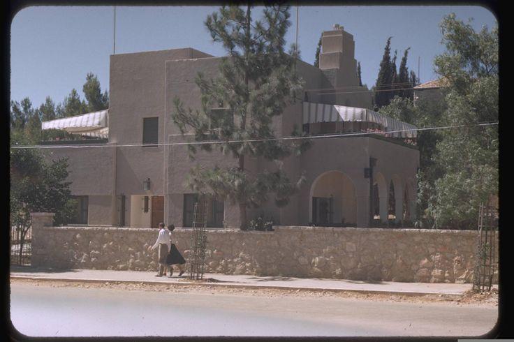 בית ראש הממשלה - שדרות בן מימון   The residence of the prime minister - Ben Maimon Blvd. Jerusalem, July, 1950. Katcoff collection.