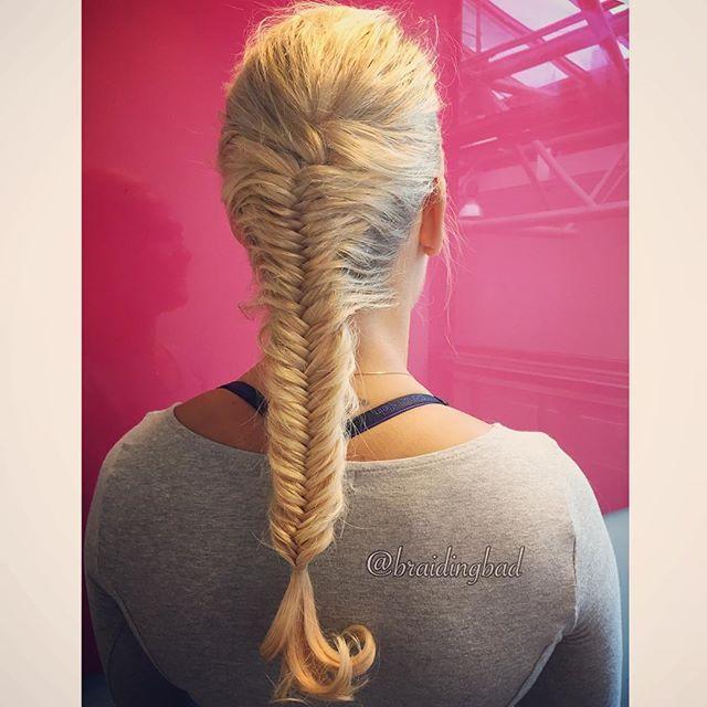 It's #fishtailfriday 👌😊! #kalanruotoletti on mahtava #perjantaikampaus ✌️😊! . . #braid #fishtailbraid #braiding #braidinghair #braidideas #instabraids #letti #lettikampaus #letitys #hairdo #hairstyle #flette #plaitedhair #suomiletit #braidsforgirls #featuremeisijatytot #hotbraidsmara #featureaccount_ #braidinginspiration #perfecthairpics #inspirationalbraids #pleasingplaititudes