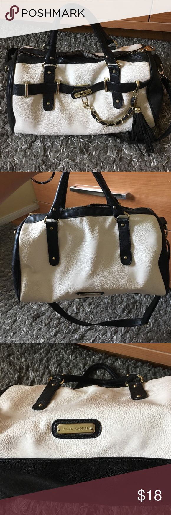 Steve Madden black/ off white barrel purse Authentic Steve Madden. Previously loved but still in good condition. Small to medium sized - Cute and will hold all of life's necessities 👜👓Selling cheap because the zipper get sticks sometimes but still an easy fix. Open to offers Steve Madden Bags Shoulder Bags