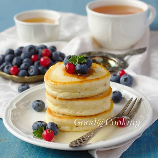 Gluten-free pancakes for Scottish honey and berries (original recipe here: http://goodatcooking.net/index.php/ru/archives/1785)
