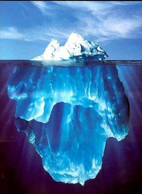 Iceberg - Agora você sabe por que o Titanic afundou. --  Esta fotografia veio de um gerente do equipamento para a perfuração global do fuzileiro naval em St. John, Terra Nova.   --  Neste caso particular, a água estava calma e o sol estava quase diretamente sobre a cabeça de modo que o mergulhador foi capaz de entrar na água e fazer essa foto .. Eles estimaram o peso  do Iceberg em 300.000.000 toneladas.