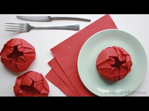 VÍDEO: CÓMO DOBLAR SERVILLETAS DE PAPEL CON FORMA DE FLOR Con muy pocos pasos, y sin pegamento ni tijeras, tan sólo doblando, puedes conseguir estasflores con servilletas de papel.