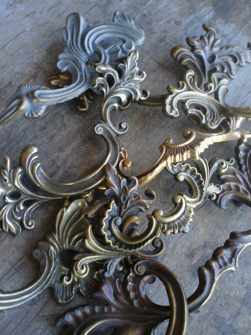 ♥♥♥French Provincial, Drawers Hardware, Old Drawers, Details, Drawers Pulled, Screens Inspiration, Home Inspiration, Brass Accessories, Blue Blu