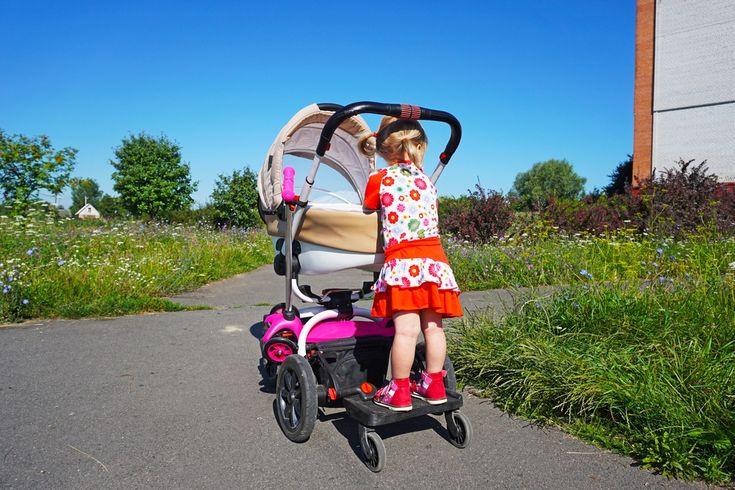 Ibland är en syskonvagn det bästa alternativet, men ofta räcker det bra att ha en ståbräda till det äldre syskonet så att han eller hon kan åka med på vagnen.
