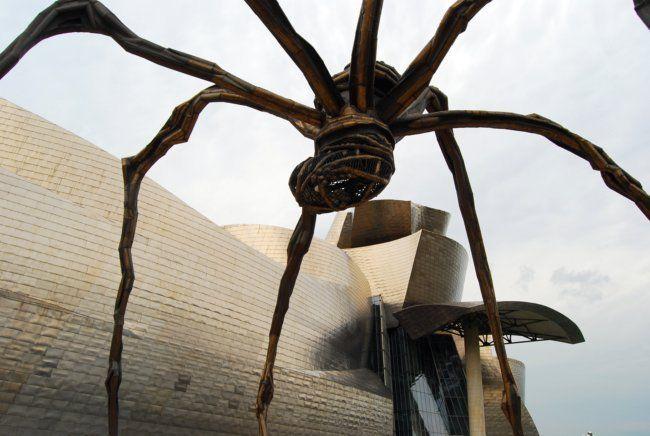 El otro día estuve por Bilbao y delante del Guggenheim me encontré con una espectacular escultura gigante. Se trata de una de Las Maman o arañas gigantes de ...