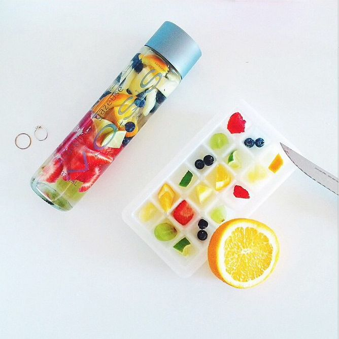 Detox Water // love the idea of making fruit cubes, prep them all ahead & keep in ziplocs for quick detox waters #healthy