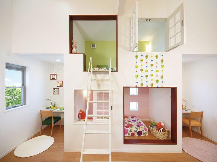 ロフトベッドとベッドポケットを上下に組み合わせて広々使え、将来は2室に分割できる2ドアの洋室。