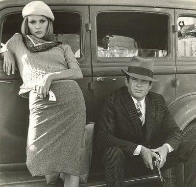 """Warren Beaty et Faye Dunaway dans le film """"Bonnie & Clyde"""" d'Arthur Penn - 1967-  https://biblogotheque.wordpress.com/ecouter/ecoutez-lhistoire-de-bonnie-and-clyde/"""
