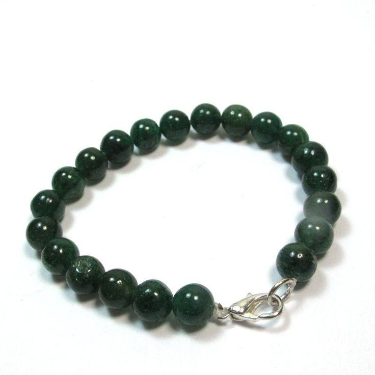 Cebijou indienest un braceletenaventurine.C'est unbijouchic qui a beaucoup de charme. L' aventurine est unepierre semi precieusede couleur verte. Tous lesbraceletsetbijouxenpierres veritablesde notre boutique viennent de Jaipur enInde.