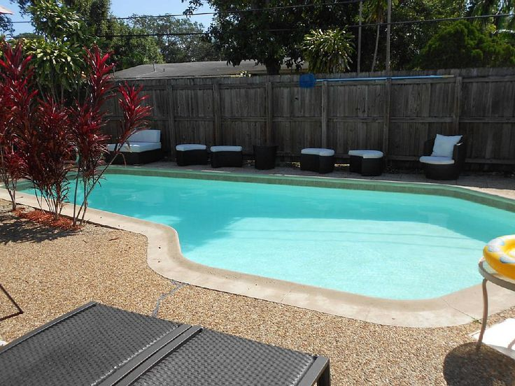 Furnished house with pool and hot tub downtown fort lauderdale great area, WiFi and desktop computers plenty of outdoor seating, fenced inn backyard, 20 min from south Miami, 3 miles from the beach, less than 4 miles ...