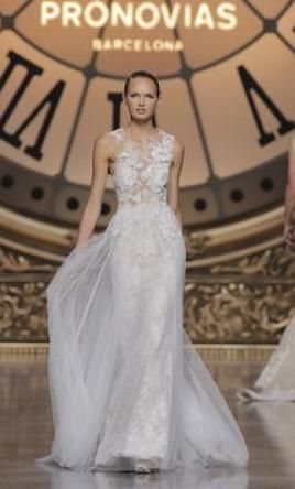 Pronovias Vintage: buy this dress for a fraction of the salon price on PreOwnedWeddingDresses.com