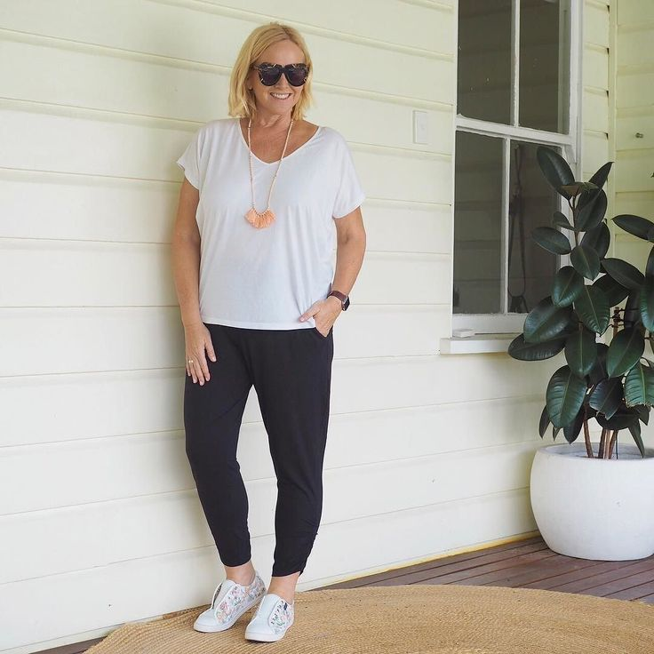 Today's #everydaystyle ... I gave myself a super-slow start to the day after a hectic working week. SO delicious. Then it was up and getting sorted for the week ahead and late arvo run beside the river. It's the last week of my youngest son's school year - he wraps up primary school on Friday - how on earth did that happen?  Wearing: tee pants and necklace from Nikki's Faves in the Styling You Shop (link in profile - thanks so much for your support of our shop - limited sizes left - we'll…