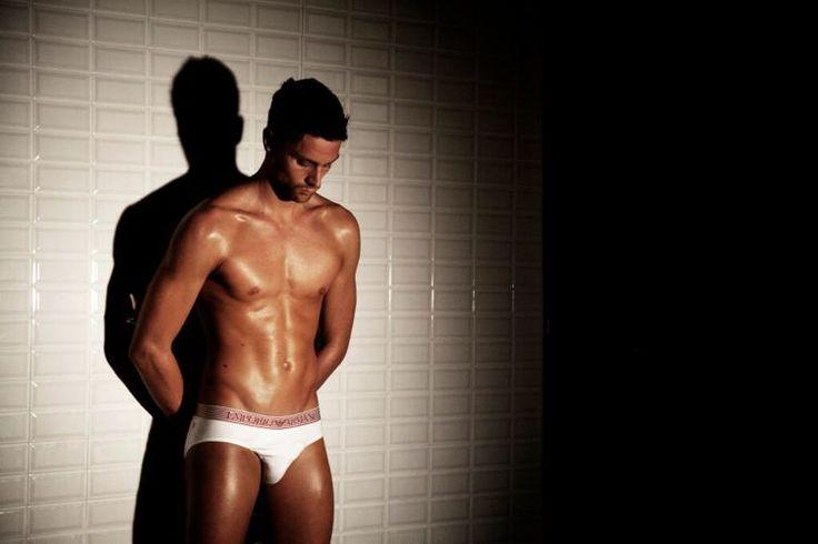 Luca Dotto : peau bronzée et sourire charmeur | Club Jimmy