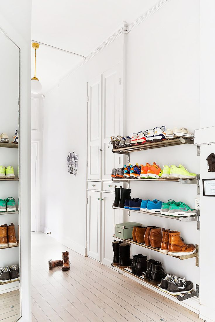 25 best ideas about wall mounted shoe rack on pinterest - Idees de rangement astucieux ...