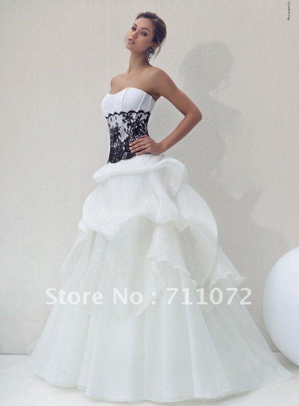 124 best BLACK + WHITE wedding dresses images on Pinterest | Short ...