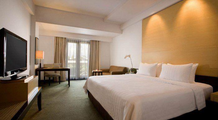 Santika Premiere Hotel located in Malang, each room has it own balcony, the hotel has an outdoor pool and spa, local attraction Taman Safari Pandaan take 30 minutes, 15 minutes to Abdul Rachman Saleh Airport.%0A%0A%0A%0A http://www.zocko.com/z/JHy2R