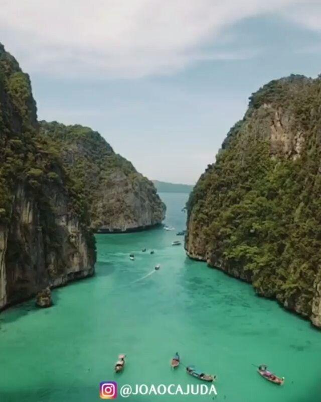 "293.2rb Suka, 7,485 Komentar - 9GAG: Go Fun The World (@9gag) di Instagram: ""So beautiful, tag someone to visit with. 🙋Follow @9gag - - 📹@joaocajuda - #9gag #thailand"""
