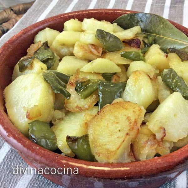 Patatas a lo pobre < Divina Cocina
