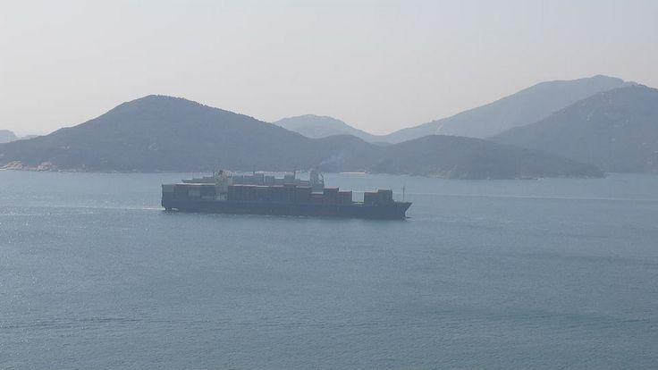 https://flic.kr/p/CW5kPx | sct diamond crushing in east lamma channel | type:container ship Year build:2010 gross tonnage:42110 deadweight:54344t IMO:9464704 MMSI:538003331