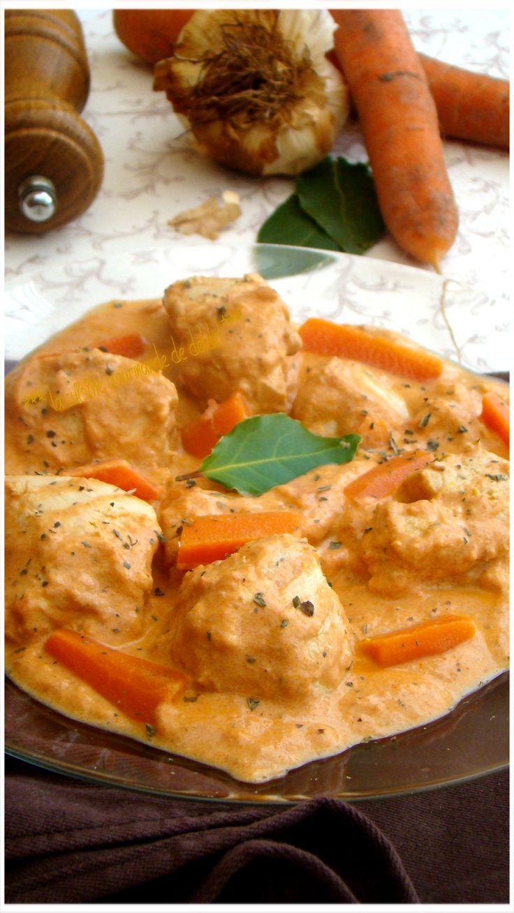 ÉMINCÉS DE POULET AUX CAROTTES   Recette au Cook Processor Kitchenaid  Un délicieux plat avec une viande tendre et une sauce très crémeuse INGRÉDIENTS: 4 personnes 600g de filet de poulet...