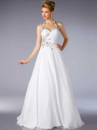 Gli abiti bianchi sono indubbiamente buone opzioni se vuoi ottenere un look sofisticato.