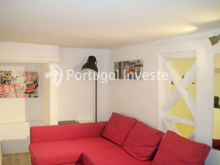 Sala, Vende apartamento T1, alojamento local, ótima localização, Lapa, Estrela - Portugal Investe