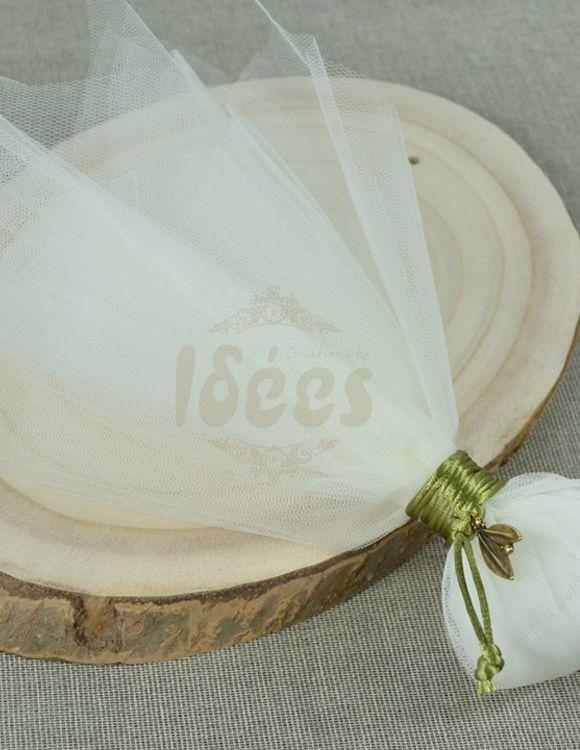 Μπομπονιέρα γάμου τούλινη με διακοσμητικό  φυλλαράκι ελιάς.