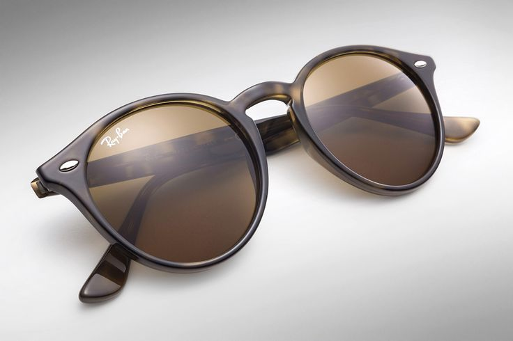 Timeless // Check out the #RayBanRound collection @ http://neverhi.de/sa6d