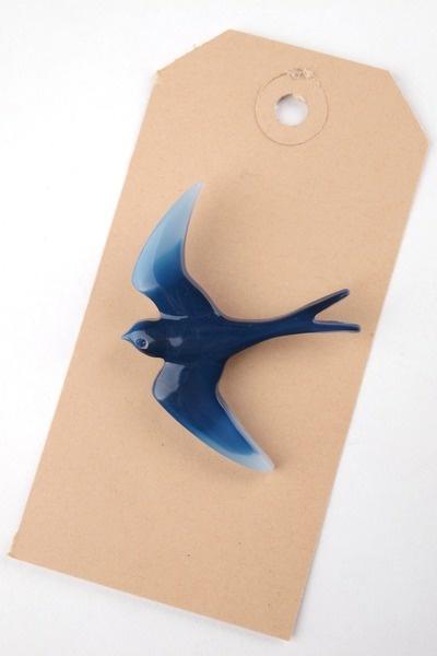 Zwaluw broche blauw   blue martin brooch