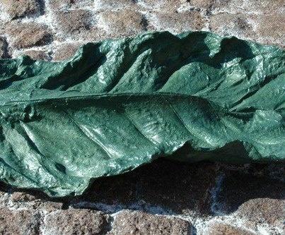 foglia carnosa'  papier-mâché  cm. h max. 8 x 68 x 27    manuela antonini  decorating and crafts