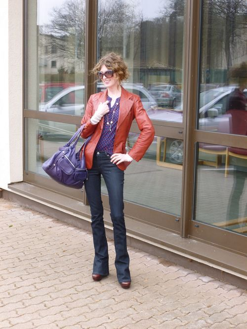 The Mom Stylist is on Aintnomomjeans!     http://www.aintnomomjeans.com/2012/03/mom-street-style-kristen-is-mixing-vintage-70s-inspired-brights.html