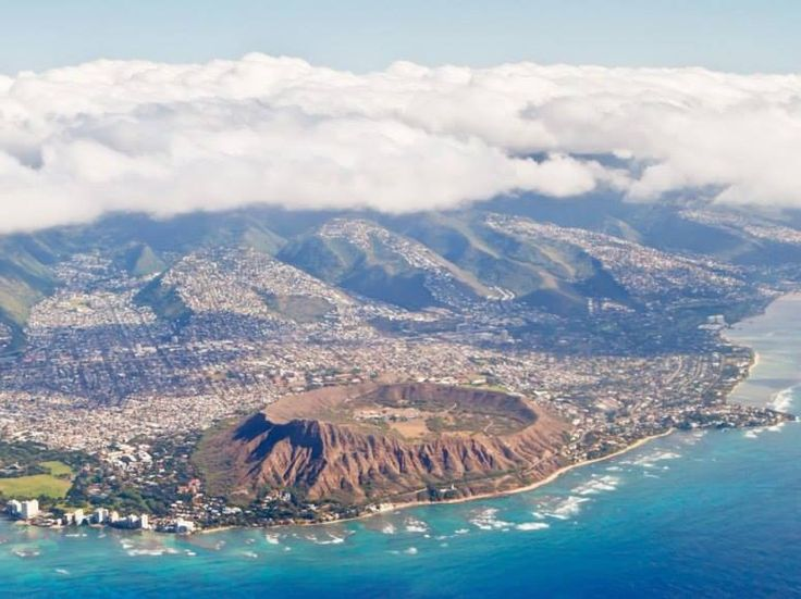 Swinging around Diamondhead toward Waikiki on the way to a landing at Honolulu International Airport.