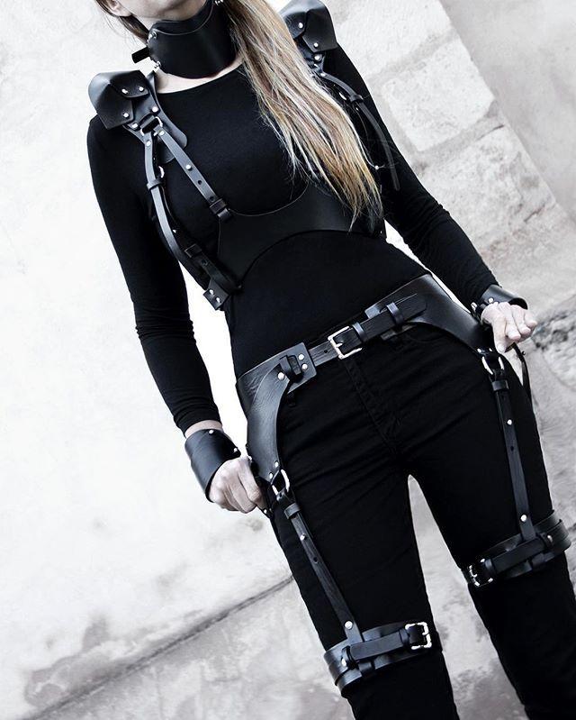 TEO+NG Black leather harness & garter belt #teoplusng #allhandmade #leatherharness #leathergarterbelt #leatherfashion #allblack #madeinfrance #darkstyle #darkfashion