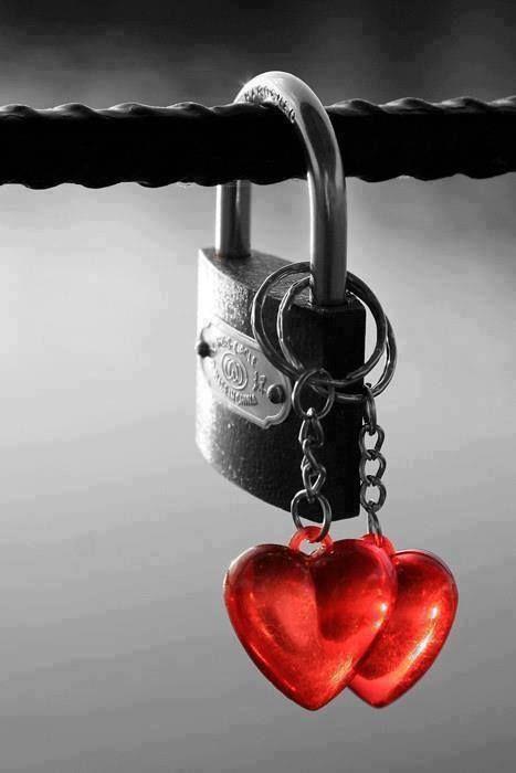 Lembranças são cacos quebrados do coração da gente. Saudades que a vida soprou para longe não só dos olhos, mais também do coração!❤