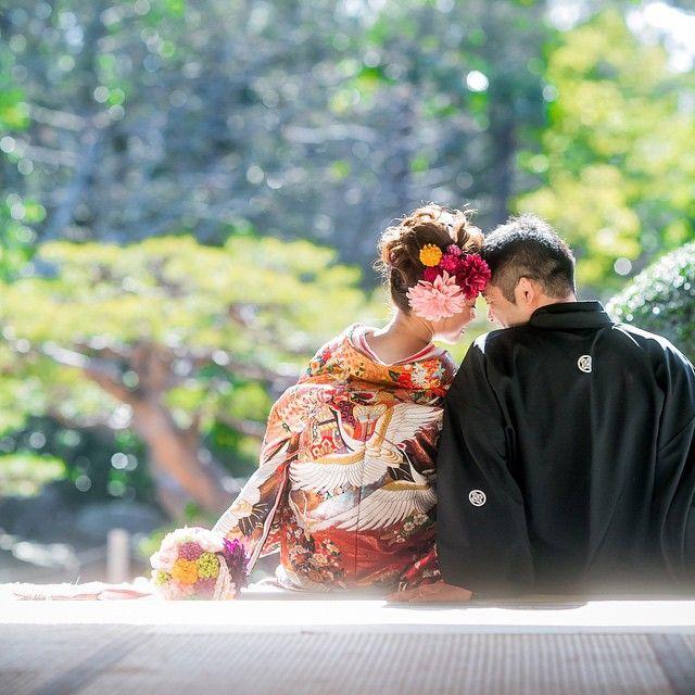 和装で《前撮り》や《フォトウェディング》をご予定の花嫁さん♡ 和装だからこそ絵になる「後ろ姿ショット」を素敵に撮影してみませんか?* インスタにアップされているウェディング写真を参考に、真似したいアイディアをまとめてみました!!