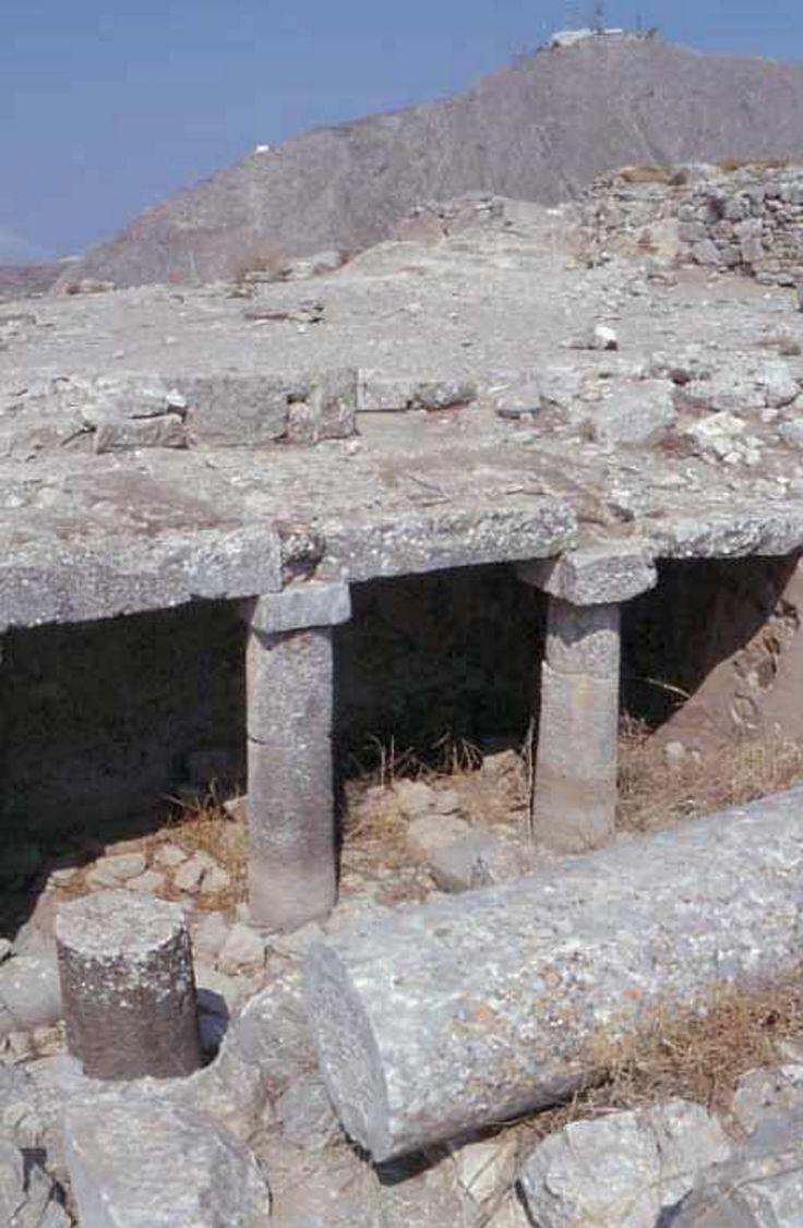 """Thera (l'ancienne). Proche de l'agora Nord se trouvait un """"portique royal"""" .."""